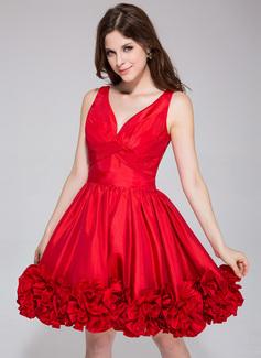 A-Line/Princess V-neck Short/Mini Taffeta Homecoming Dress With Ruffle Flower(s)
