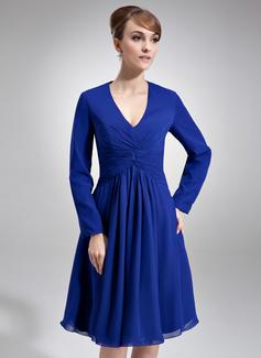 A-formet/Prinsesse V-hals Knelengde Chiffong Kate Middleton Stil med Frynse