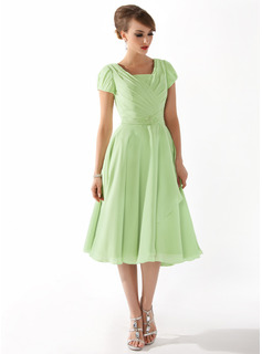 A-Line/Princess Square Neckline Knee-Length Chiffon Mother of the Bride Dress With Ruffle Beading