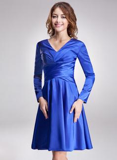 A-formet/Prinsesse V-hals Knelengde Charmeuse Kate Middleton Stil med Frynse