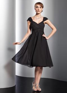 A-Line/Princess V-neck Knee-Length Chiffon Homecoming Dress With Ruffle Bow(s)