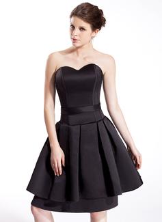 A-Line/Princess Sweetheart Knee-Length Satin Homecoming Dress